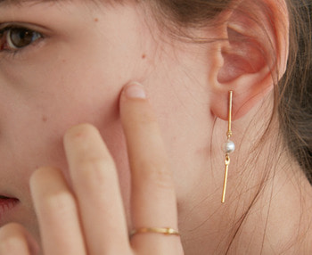 [usual ME] drop bar & pearl earrings